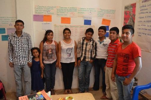 Equipo de Comunicación Comunitaria, jovenes indígenas Tun Savi, en Buena Vista San Luis Acatlán Guerrero 2016.